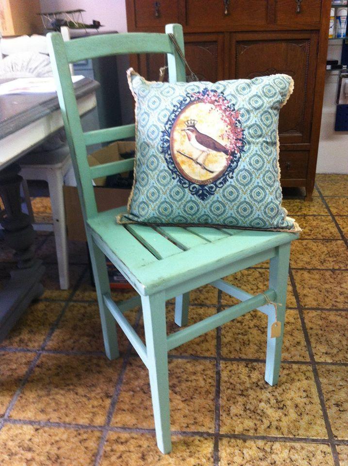 Diverse stoelen in de aanbieding van 49,95 nu voor 35,- !! http://lavivere.nl/ #lavivere #krijtverf #restyle #stoel