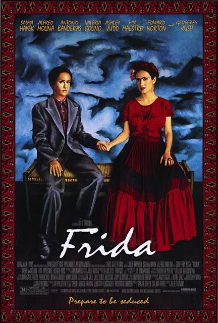 Frida Kahlo (Salma Hayek) foi um dos principais nomes da história artística do México. Conceituada e aclamada como pintora, ele teve também um casamento aberto com Diego Rivera (Alfred Molina), seu companheiro também nas artes, e ainda um controverso caso com o político Leon Trostky (Geoffrey Rush) e com várias outras mulheres.