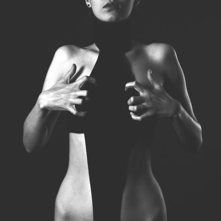 Joanna Martyniuk selfportrait 2014 black and white photography #pose #shadow www.setdsgn.blogspot.com