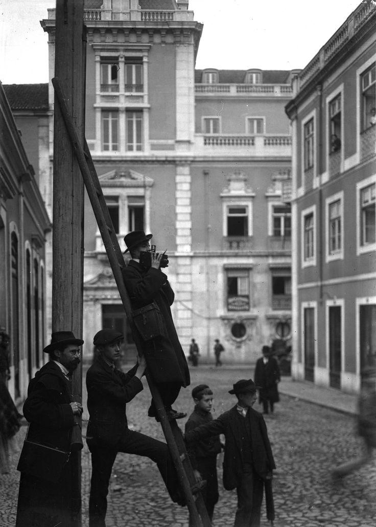 Photographo em serviço, Rua dos Condes (J. Benoliel, c. 1912)