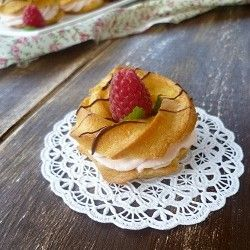Pâte à Choux with raspberries: For 1 July, Fun Food, Taste For 1, Food Bloggers, Delicious Raspberries, Bloggers Photos, Food Treats, Raspberries Fillings