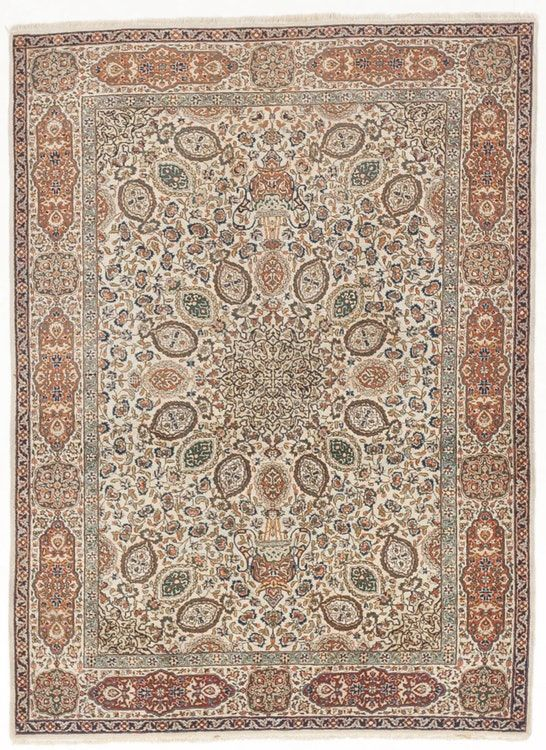 """Vintage Hand knotted rug. 4'10""""x 6'5"""""""