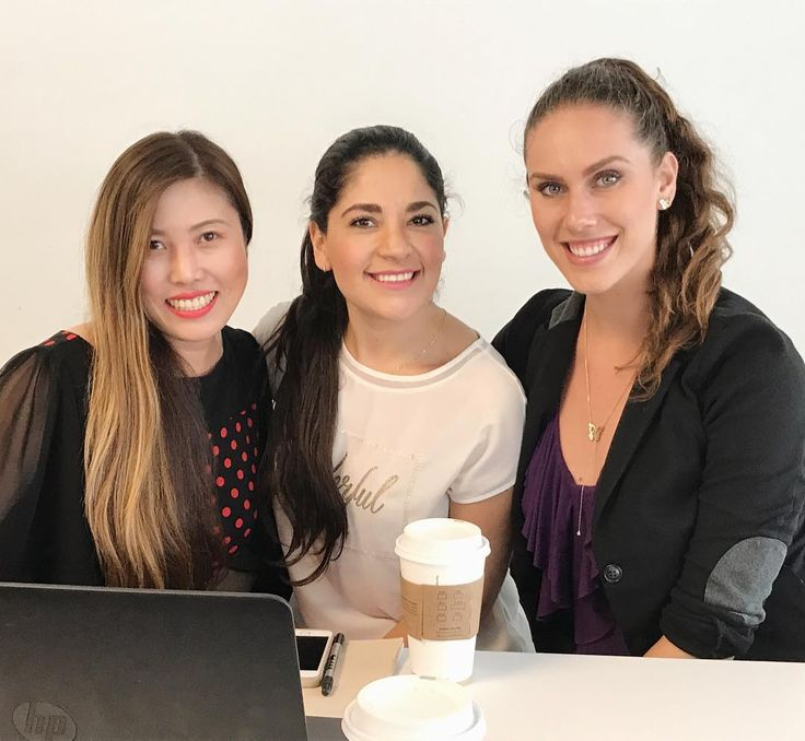 Back to school today for Professor Mike Grandinetti's Disruptive Business Model Innovation class and met old classmate beautiful Juliana Ramírez and new classmate model Cassandra Bankson. How nice!