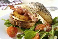Gerookte kipburgers met BBQ-saus recept | Solo Open Kitchen