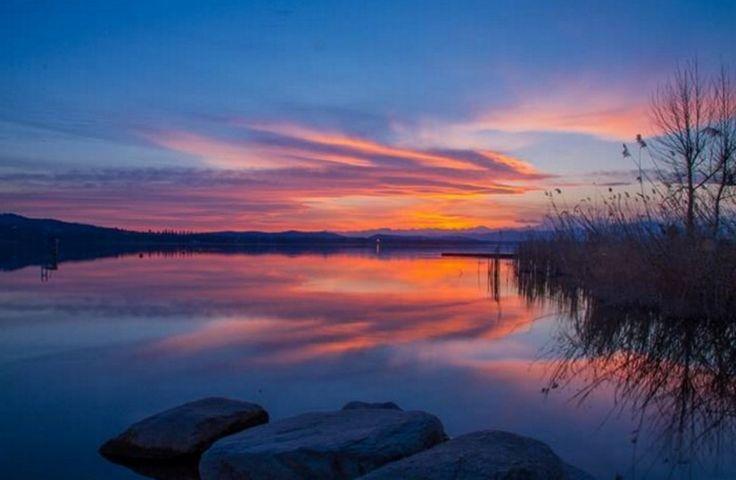 Quando la natura sembra un quadro: il tramonto sul lago di Varese