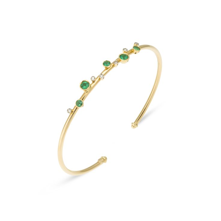 Bracelet in Yellow gold with emeralds. The new trendy pieces are small, to wear all together
