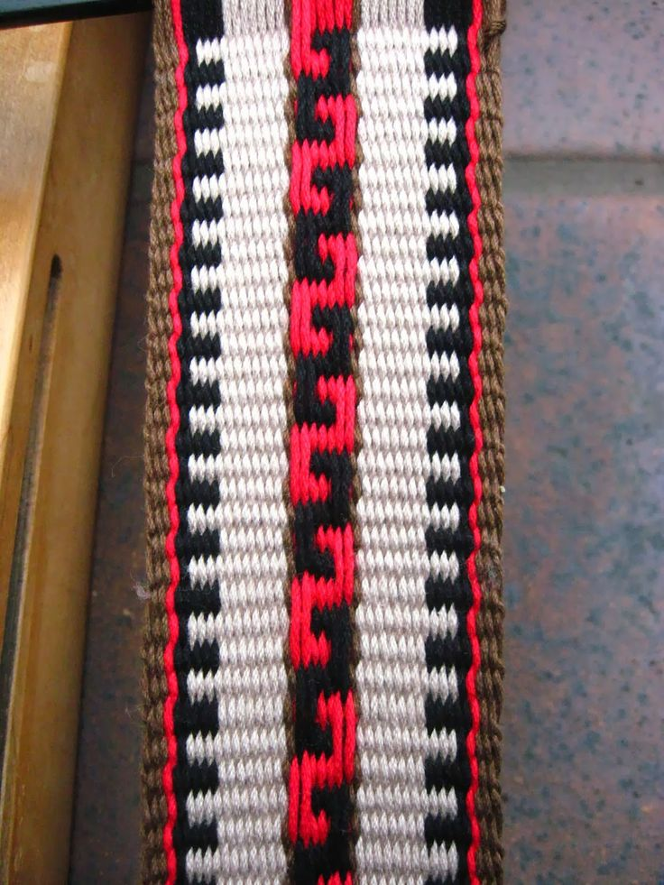 "This blog post by Annie MacHale includes a video and step by step instructions for weaving this ""Greek Key"" pattern."