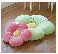 Cute flower floor pillow! should be easy to make...i'm thinkin' flowers and owls for big girl room/stuff
