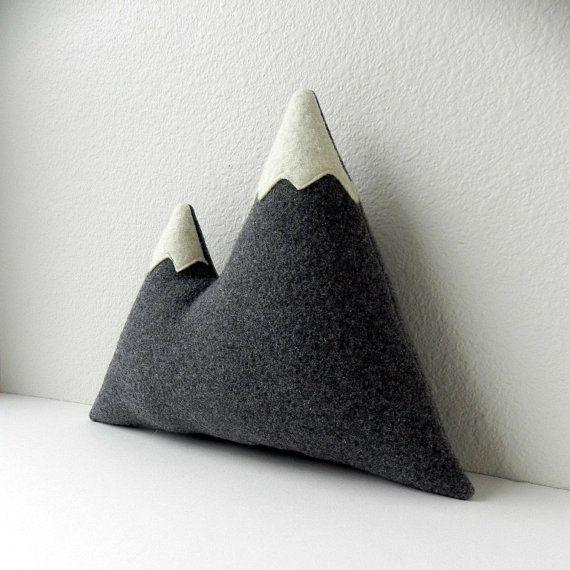 les sommets--oreiller montagne laine peluche grise