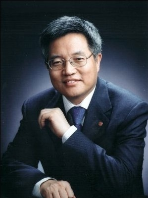 Zhang Weiying, former head of the Guanghua School of Management at Peking University. (Weibo.com)