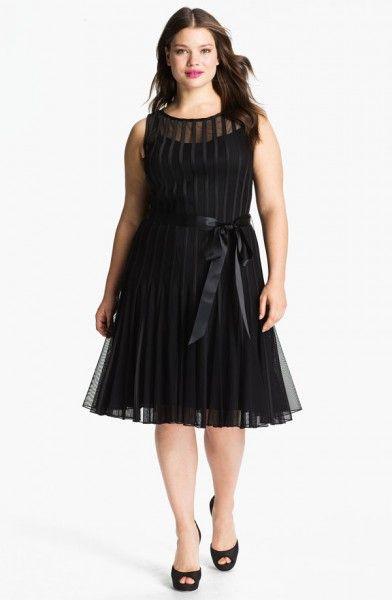 (Foto 45 de 49) Elegante y clásico vestido corto en color negro para gorditas. Modelo de Xscape., Galeria de fotos de Vestidos de Fiesta Cortos para Gorditas
