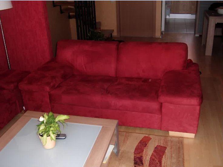 Microfaser-couch-reinigen-eine-schöne-rote-couch