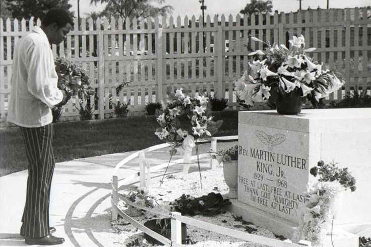 Martin Luther King Jr Grave | Cemetery of the Week #46: the Martin Luther King Jr. gravesite ...