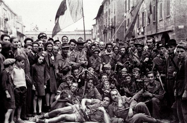 Dopo la liberazione i partigiani diventano migliaia e migliaia.