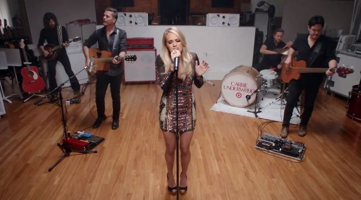 "Watch Carrie Underwood perform new song ""Little Girl Don't Grow Up Too Fast""  http://nashvillegab.com/2015/10/carrie-underwood-perform-little-girl-target.html …"