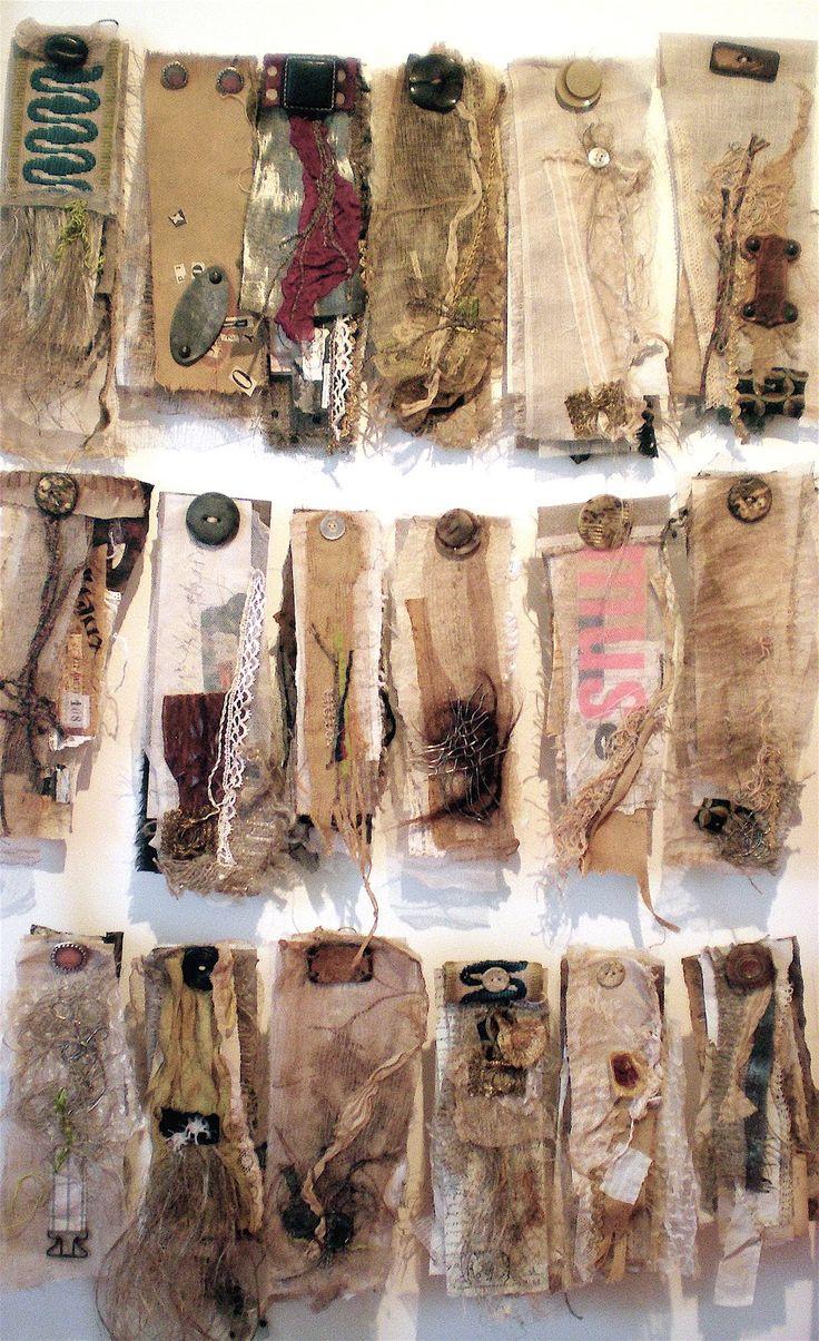 Stéphanie Devaux   Les Haillons  Ensemble de petites livres uniques réalisés avec des matériaux anciens ou de récupération (papier, textile, plastique, fil de plomb, cheveux,  filasse de lin...)