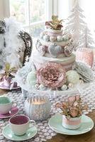 Een heerlijke, zoete #kerst met een vleugje #glamour. Dat is de stijl 'Sparkling Pastels'. In deze stijl voeren #pasteltinten de boventoon, gecombineerd met kanten details en glanzende materialen.