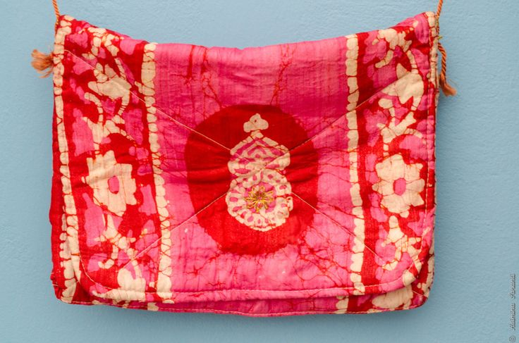 Vintage vivid pink tie dye fabric purse with gold by UberdenTraum