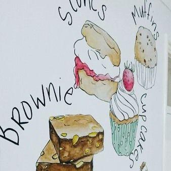 Trek in lekkers... In de tuin met een boekje, kopje thee, een broodje en ja ook ig😄. Dit lekkers mocht ik voor @patisseriemarijn ontwerpen en op de muur schilderen. #lovemyjob #lovemyjob❤️ #patisserie #alleenmaarlekkers #brownie #scones #cupcakes #muurschildering #wandschildering #wallart #painting #ontwerp #myjob #handlettering www.annemares.nl
