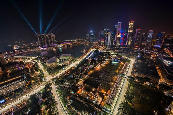 Singapore F1 night race 2012 Street circuit. Stunning City Skyline