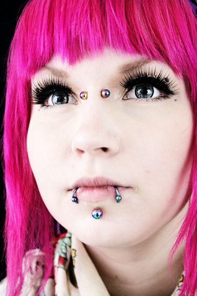 Nopea ja näppärä tapa saada eloa kasvoihin: tekoripset! Niitä löydät täältä: http://www.cybershop.fi/category/335/ripset #cybershop #eyelashes #party #makeup