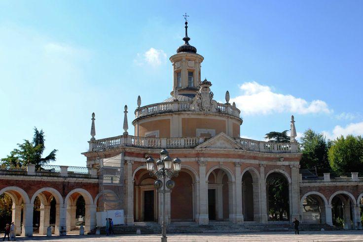 A menos de una hora de Madrid se encuentra una de las localidades más bellas de España. Hablamos de Aranjuez, la cual fuera uno de los Reales Sitios de la Corona de España nombrada así por Felipe I…