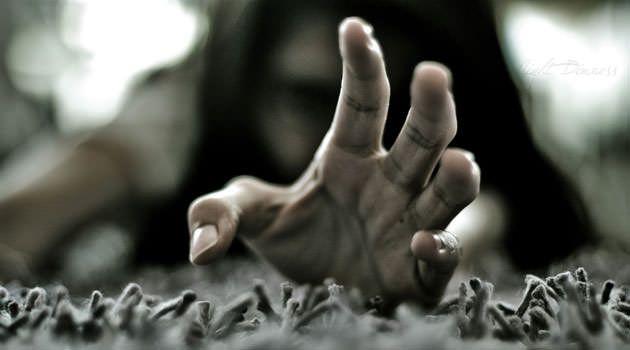 Cuenta la historia que hace tiempo existía una mano peluda, de largas garras y con unos filamentos que daban respeto y miedo, los pelos de la mano eran negros, largos y oscuros, su piel era seca y arrugada. Esta mano parece ser que salió del inframundo destinada únicamente a secuestrar niños y adultos para ser llevados a lugares misteriosos