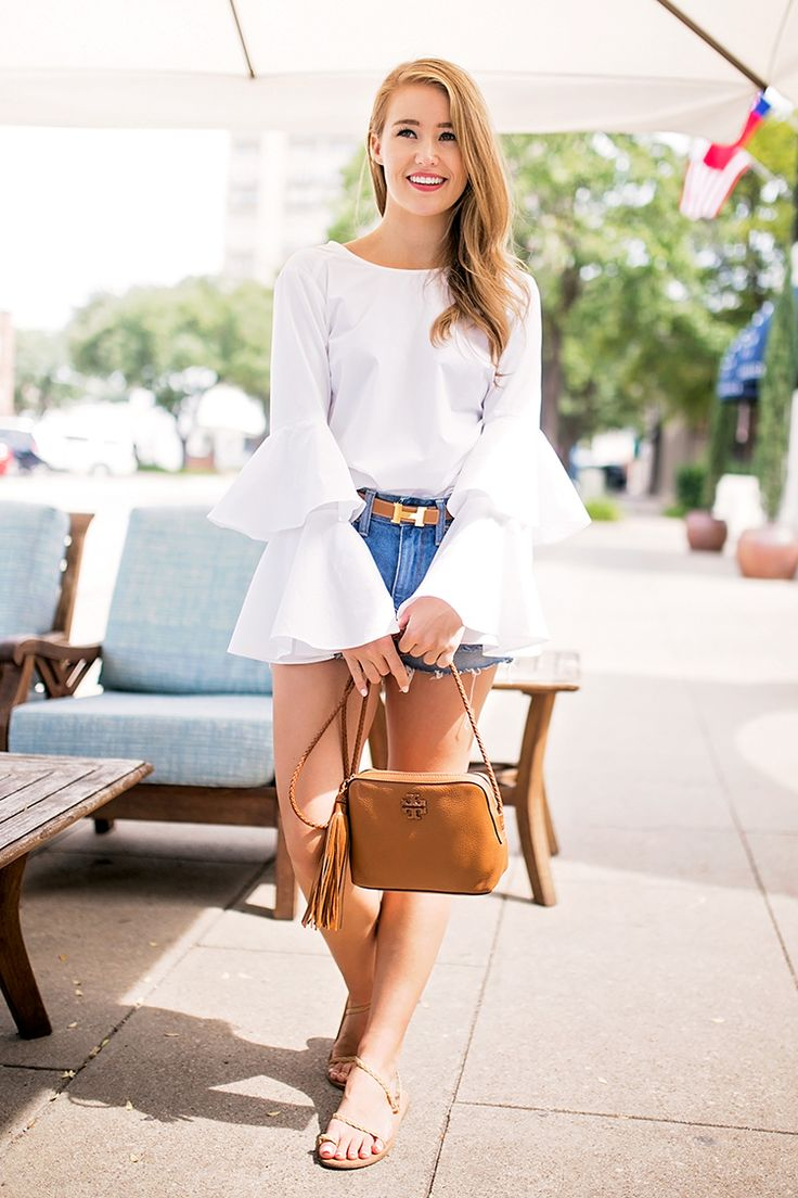 styling long sleeve shirts in hot weather | bell sleeved blouse and denim shorts | transitioning from summer to fall | summer to fall fashion | how to style denim shorts | how to wear denim shorts || a lonestar state of southern