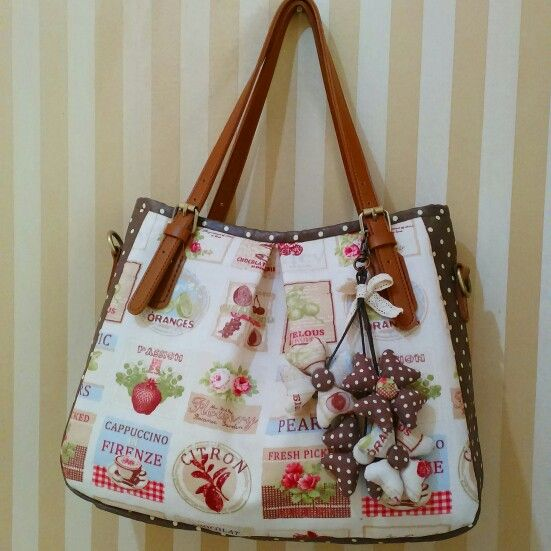 Bag with key flowers chain