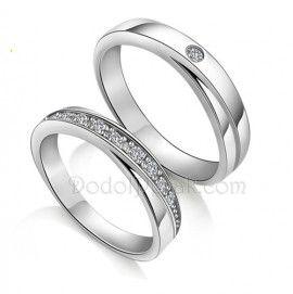 Cincin Kawin Pasmasaba merupakan Cincin Kawin terbuat dari perak berkualitas terbaik 925. Cincin Kawin simple, unik nan elegan, bermata satu untuk cincin cowok dan bermata banyak untuk cincin cewek http://dodolperak.com/cincin-perak/cincin-kawin-pasmasaba.html