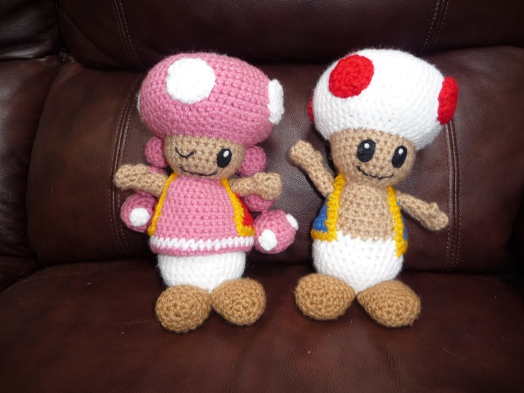 crocheting again!  back to SuperMario's world and the cute Toad and Toadette ... once again a great pattern from wolfdreamer!