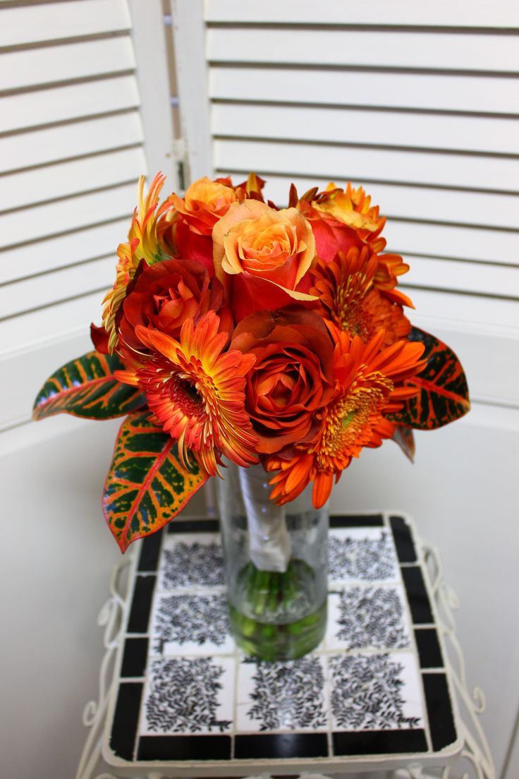 This stunning sunflower and rose bouquet is perfect for your fall wedding!