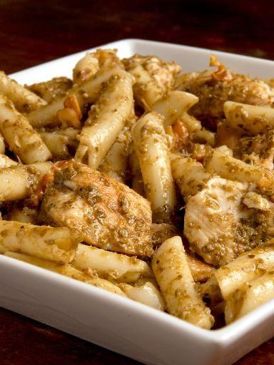 Mezzi rigatoni al pesto, pollo e pecorino - Ricetta