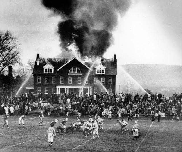 Η ΑΠΟΚΑΛΥΨΗ ΤΟΥ ΕΝΑΤΟΥ ΚΥΜΑΤΟΣ: Η φωτιά μαινόταν και εκείνοι συνέχιζαν να παίζουν