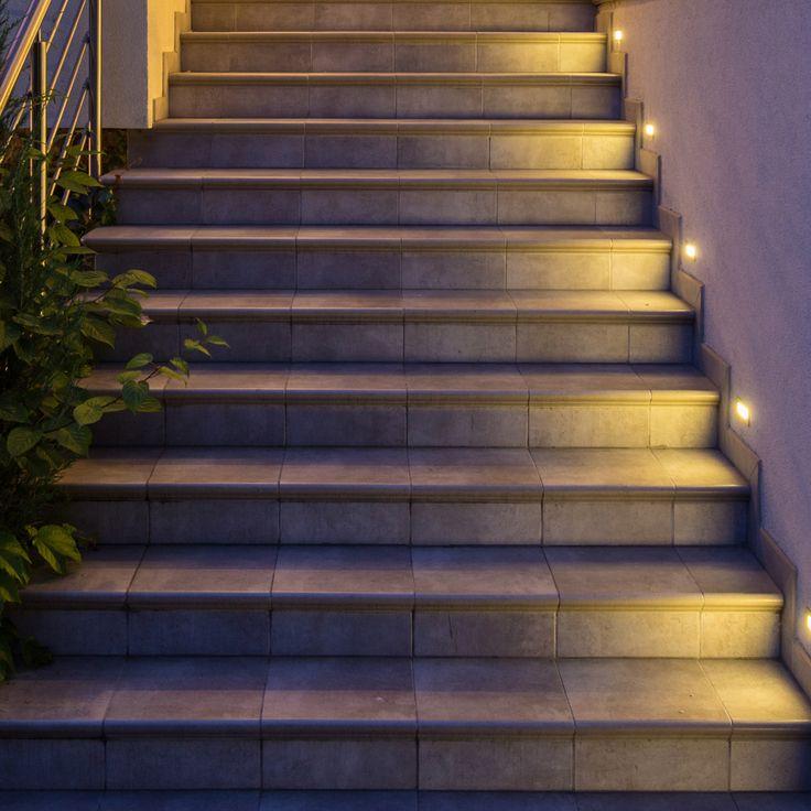 Treppenbeleuchtung In U0026 Um Das Haus. Sichere Beleuchtung Für Den Garten  Oder Eingang Mit Schönem