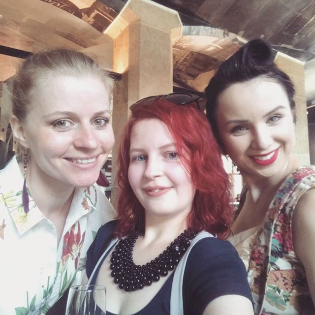nedávno som bola na predstavení novej kolencie @fandfclothing  jeseň/zima 2017, tak sme si s dievčatami dali jednu selfie 😊 #lookbook #trendbooksk #fashion #fashionblogger #slovakblogger #fashionphoto #blogerka #blogerkyczsk #modaulic #selfietime  #lukzudesign #fandfclothing #skczfashion #bloggers #summer #redhead#dnesnosim #outfit #sunnyday #ottd #modnysvet #rajelegance #redhair #shorthair #fashiongirls