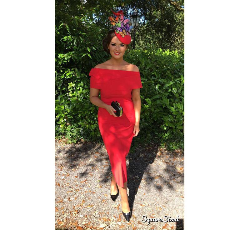 Jennifer Wrynne is an award winning milliner and fashion blogger from Leitrim, Ireland.  She specialises in creating bespoke handmade hats and headpieces for Weddings (mother of the bride and mother of the groom) and Ladies Day at the Races.