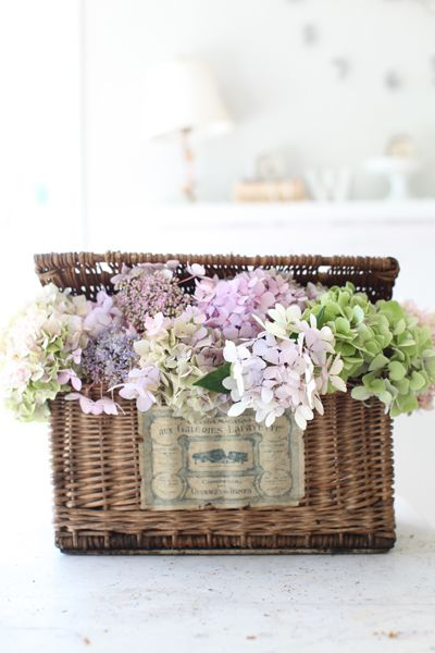 I have a picnic basket I'm going to use for my 4th of July table, adding flowers like this is a great idea