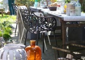 Stoel Magnolia - Zwart - Zuiver - LiL.nl Mooie stoel voor zowel binnen als buiten.