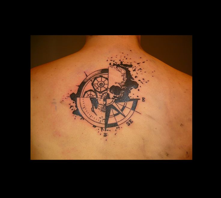 #tatouagecrâne #tatouageboussole  #compasstattoo #skulltattoo #tatouage #tattoo #boussole #compass #skull #tatouage #tattoo #graphiktattoo @https://www.facebook.com/Et-sur-la-peau-981683221862402/