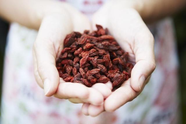Health benefits of eating dried goji berries
