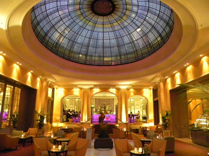 Hotel-Bayerishcer-Hof-München_#Munchen DIE STADT DIE #INNENARCHITEKTUR UND #KUNST VERSCHMELZT. Sehen Sie mehr: https://www.brabbu.com/en/inspiration-and-ideas/category/interior-design/dining-room