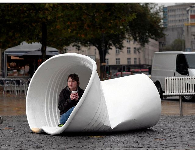 A GRANDE BECOMES GIANT AS A CRUMPLED COFFEE CUP IS LEFT BEHIND IN BRISTOL!