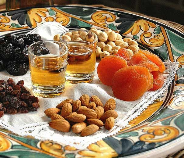 Postre de músic. With Moscatell drinks and with Almods, nuts etc...Lovely! Catalonia Typical healthy dessert.