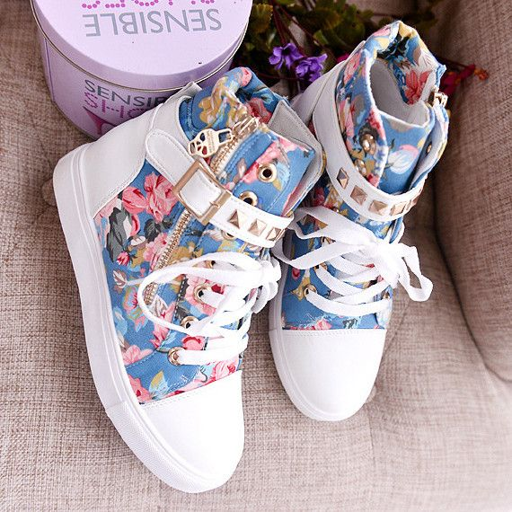 Sneakers are must have ones for girls and ladies and it also these years fashion trend. This canvas sneakers is so creative and cute with summer outfits for teens. Highlight with floral print, lace up