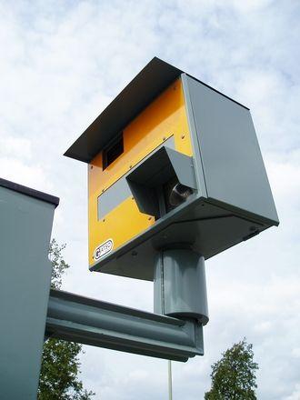 Dicas vs multas de trânsito - Redução de velocidade nos grandes centros urbanos é recurso adotado noutros países para segurança de pedestres +http://brml.co/1Su12gX