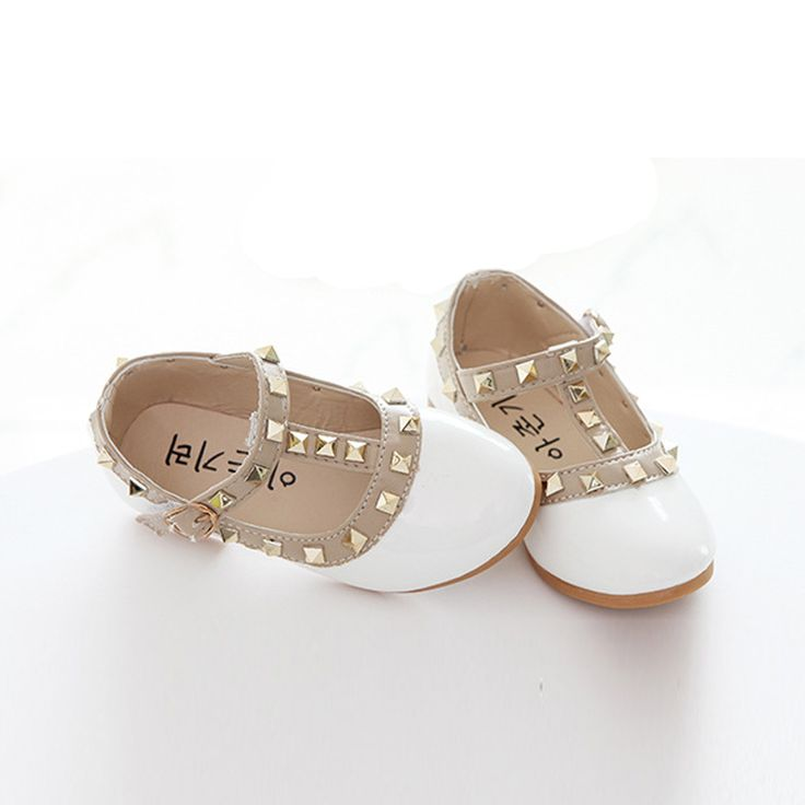 Nuovo arrivo delle ragazze sandali bambini scarpe di cuoio casuali pattini della principessa bambini che ballano appartamenti rivetti per Natale regali di compleanno