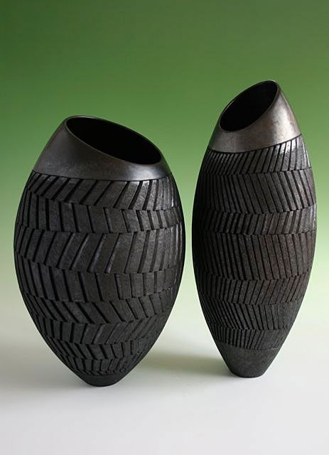 Ashraf Hanna - 2 vessels with slanted rims - height 45 cms and 55 cms