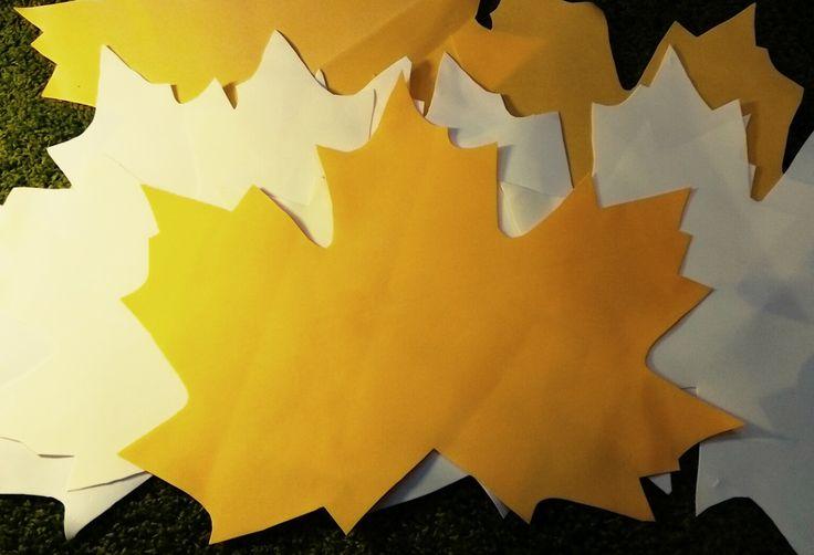 Набор больших листьев для осеннего оформления витрины