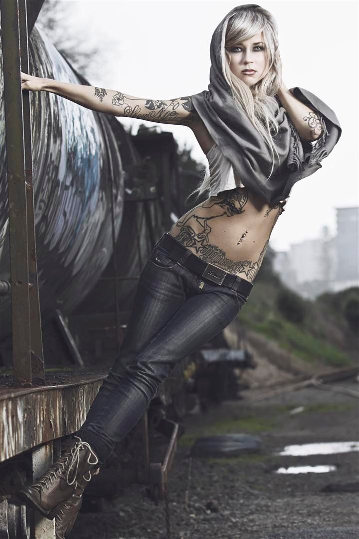 ✓ Sara Fabel Photographer: Stephen Roscoe